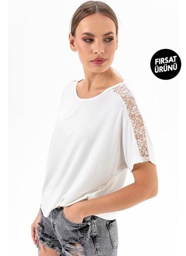 Emjey Fırsat Ürünü-Kolları Dantel Şeritli T-Shirt Beyaz
